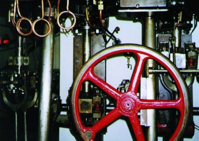 Das Foto zeigt einen Teil der historischen Dampfmaschine.